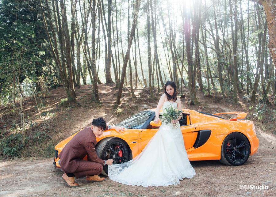 跑車婚紗|哲源+品蓉。When a driver marries his Passion with Life. 一個車手,將他的熱情與生活結合在一起。 哲源是Aston Martin車廠的車手,若不是疫情的關係,哲源今年會在澳門的賽道上奔馳。 可惜因為疫情的關係,期待的跑車婚禮取消了,不過至少在疫情之前,我們順利地完成你們的婚紗照。 這張照片還登上,國際跑車服製造商Freem 的官方IG。 疫情改變了很多人的生活,但沒有改變我們對生活的熱情。